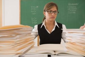 """Opettaja """"paperitöissä"""""""